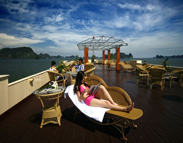 Emotion Cruise-Sundeck