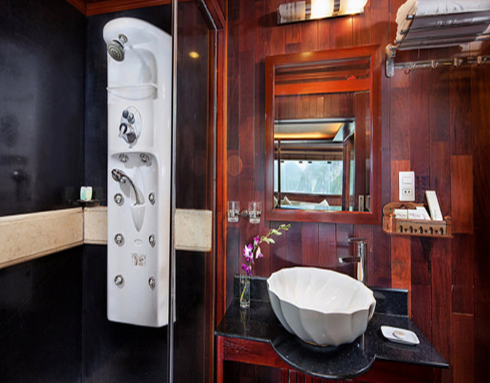 PALOMA CRUISE-Bathroom