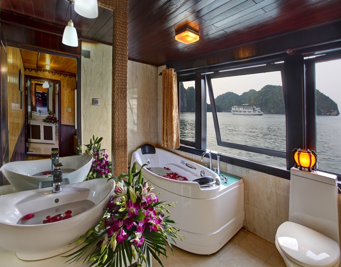 White Dolphin Cruise-Bathroom