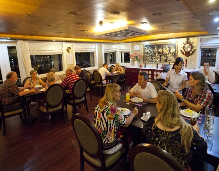 White Dolphin Cruise-Restaurant